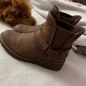 Size 6 brown Ugg's